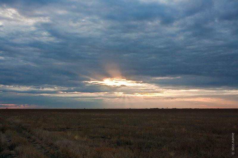 Солнце светящее через облака