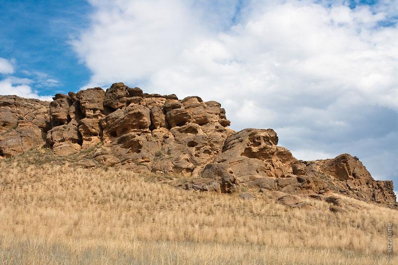 Поющие скалы на горе Богдо